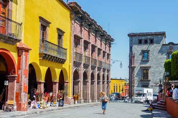 Retire-in-San-Miguel-de-Allende-Stroll